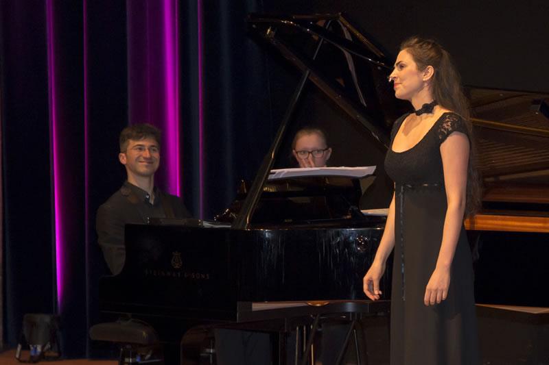 Magdalena Hinz (Sopran) mit Nicholas Rimmer